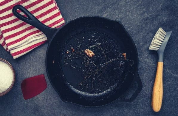How to Clean a Burnt Cast Iron Skillet?