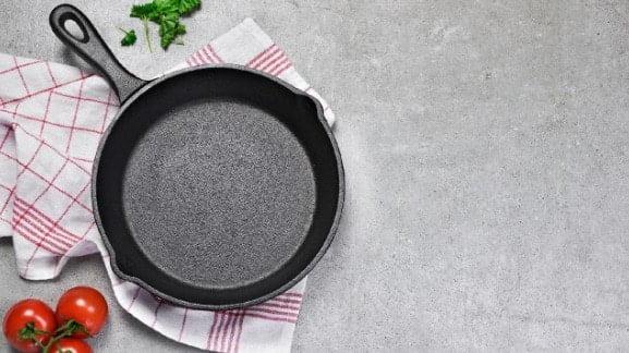 How to Season Ceramic Cookware (6 Step Guide)